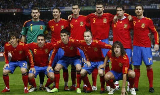 Spain-09-11-adidas-uniform-red-blue-red-group.JPG